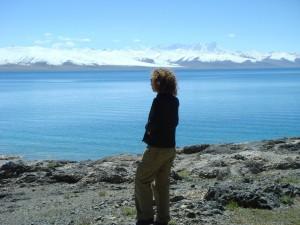 Я на фоне высокогорного соленого озера Намцо, Тибет